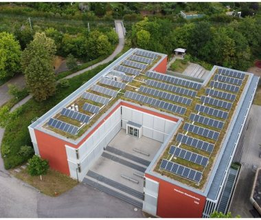 11 Just doing it - solar green roof on school building 2002